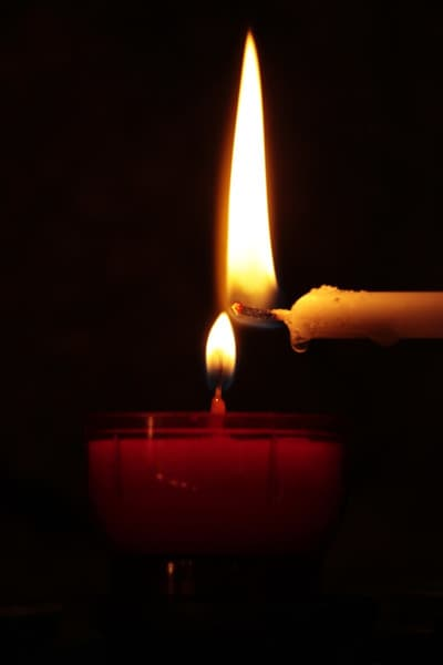 Benefits of Candle Meditation and How to Do it